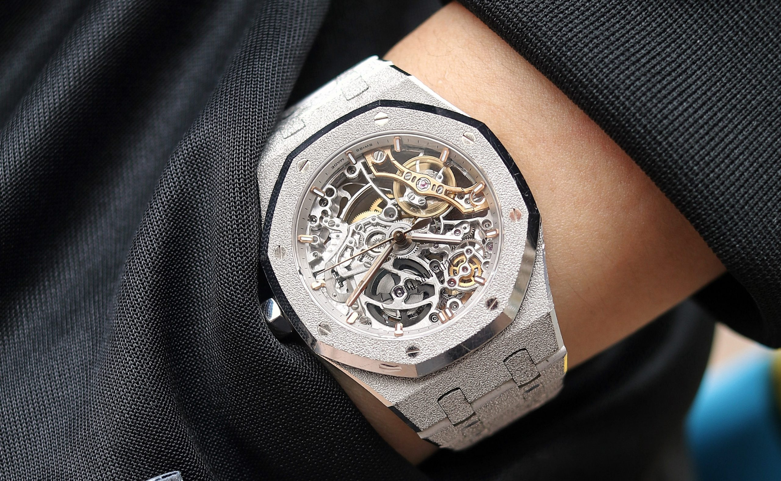 Hands-On Review – Audemars Piguet Royal Oak Double Balance Wheel Openworked 37mm Frosted Gold