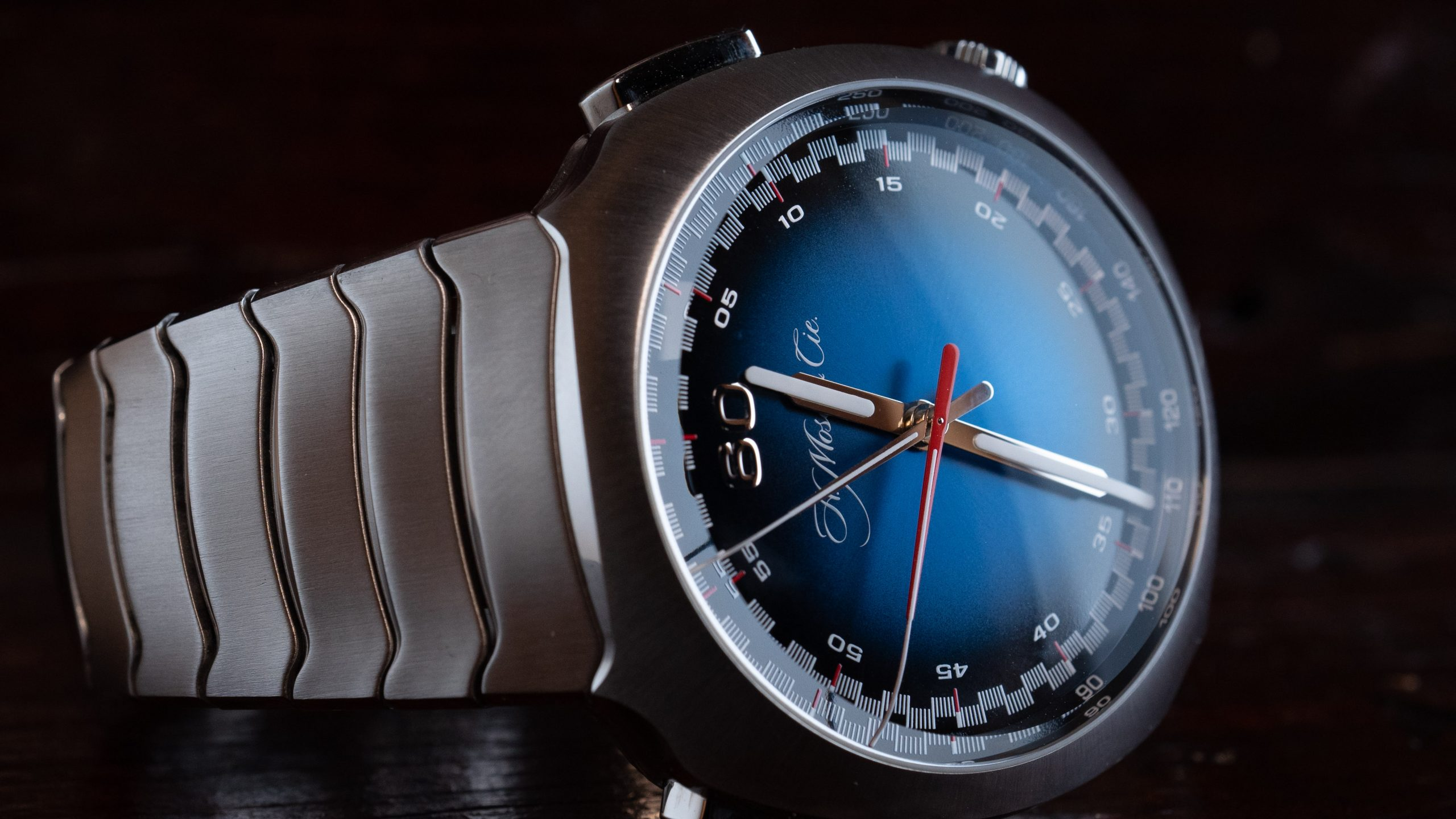 Hands-On Review – Moser Streamliner Flyback Chronograph Automatic Funky Blue